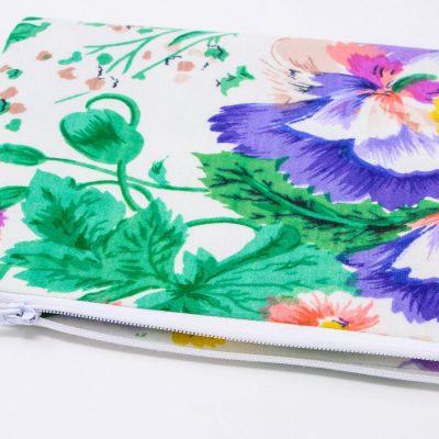 Pochette zippée pantalon à grandes fleurs Bérénice upcycling ouverte
